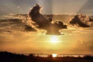 amanhecer-nublado_21218762